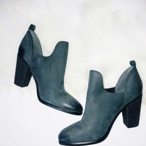 Vince Camuto 7.5 Sexy trendy blogger ankle booties